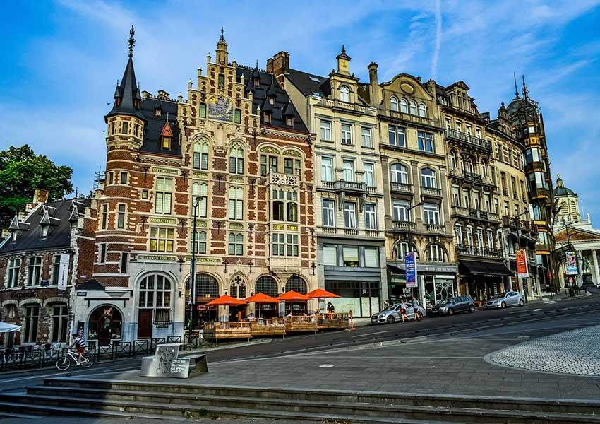 Architecture unique de bâtiments dans le centre de Bruxelles - Belle apparence