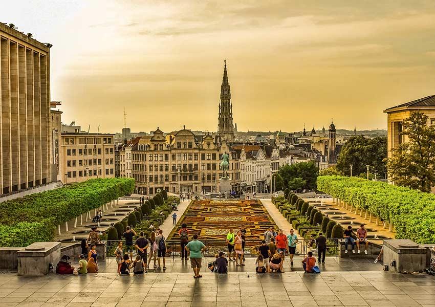 Atmosphère à Bruxelles où les retraités et les personnes âgées font également partie du marché de la location