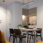 Cuisine fonctionnelle avec armoires modernes comprenant des appareils électroménagers de haute qualité Durabilité centrale