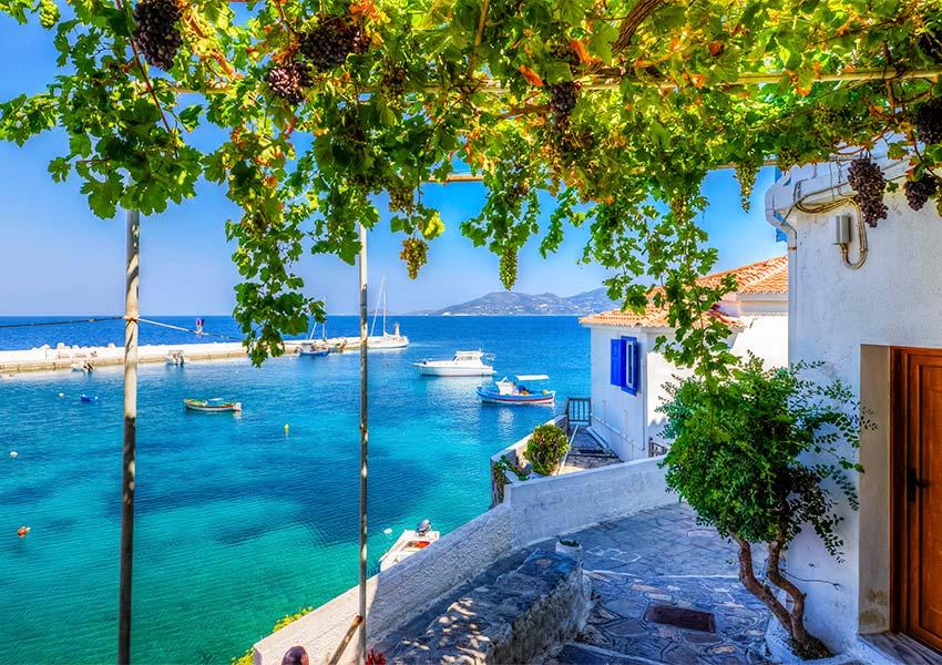 Pourquoi acheter une propriété à Samos ? Les bonnes raisons d'investir dans la ville de Kokkari.